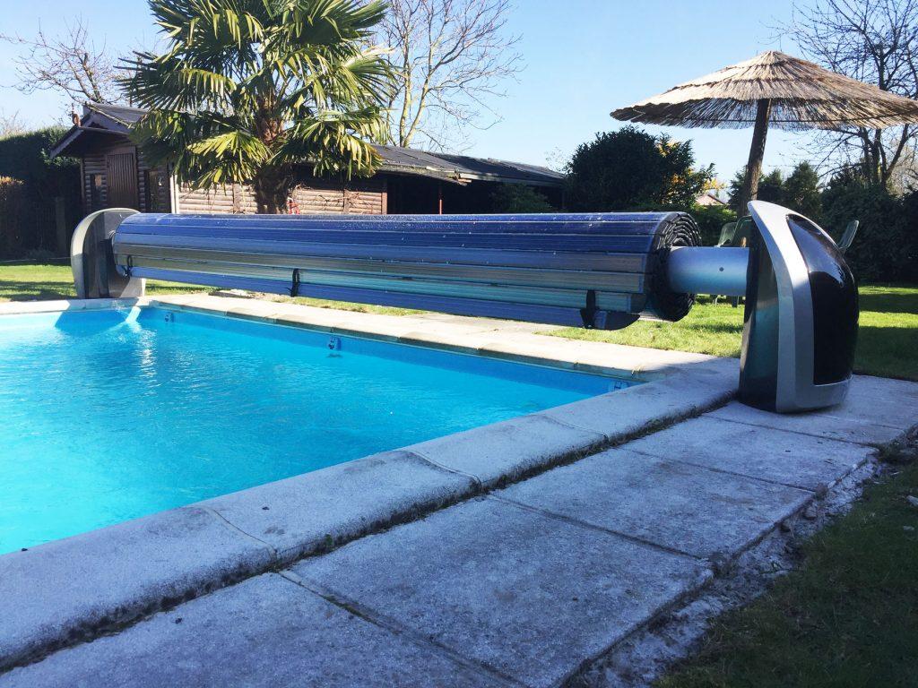 Zwembadrolluik op zonne-energie
